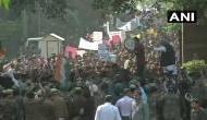 JNU छात्रों का संसद कूच, पुलिस बैरिकेडिंग तोड़कर आगे बढ़े