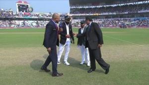 IND vs BAN:  ऐतिहासिक मुकाबले में टॉस हारे विराट कोहली, बांग्लादेश पहले करेगा बल्लेबाजी
