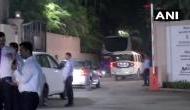 महाराष्ट्र: रात के अंधेरे में होटल से निकल कर भागने लगे NCP विधायक, पकड़कर लाए शिवसेना नेता
