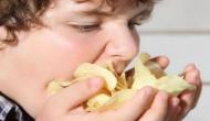 अगर आप भी अपने बच्चों को खिलाते हैं पैकेट बंद चिप्स, तो हो जाएं सावधान वरना हो जाएगी ये घातक बीमारियां