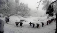 ख़राब मौसम और बर्फबारी के चलते इंडियन आर्मी ने 1500 यात्रियों को बचाया