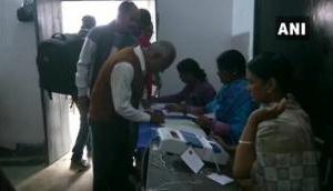 झारखंड विधानसभा: पहले चरण का मतदान शुरू, नक्सलियों ने पुल को उड़ाया