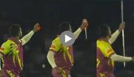 Video: विकेट लेने के बाद अफ्रीकी गेंदबाज ने दिखाया जादू, रूमाल से बना दी एक मीटर से लंबी छड़ी