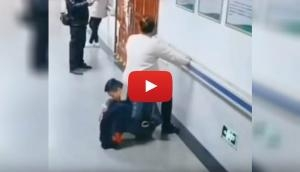 It's viral! Husband turns 'human chair' for pregnant wife in hospital corridor; Netizens applaud him