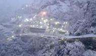 Weather Update: बर्फ से ढका वैष्णो देवी मंदिर, पहाड़ों पर जोरदार बर्फबारी जारी