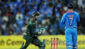 Pakistani cricketer Shoaib Malik sends his fans witty Christmas greeting at India's expense