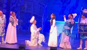 Watch how Aladdin proposes Princess Jasmine in this viral video