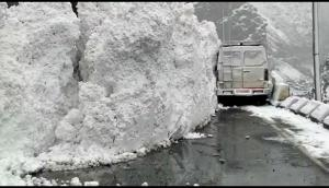 Scary! Huge Glacier wall moves on the highway in Himachal Pradesh; vehicle gets stuck