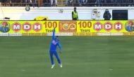 Video: मनीष पांडे ने हवा में उछलते हुए एक हाथ से लिया शानदार कैच, वार्नर का खुल रह गया मुंह
