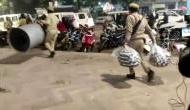CAA प्रोटेस्ट: प्रदर्शनकारियों पर कार्रवाई करने पहुंची तो Twitter पर ट्रेंड हुआ 'कंबल चोर यूपी पुलिस'