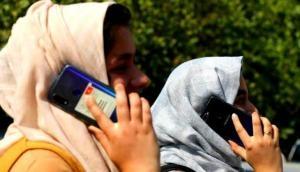 फोन पर लगातार करते हैं बात तो तुरंत हो जाएं सावधान, ब्रेन ट्यूमर से हो सकती है मौत