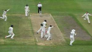 दक्षिण अफ्रीका का हुआ बुरा हाल, 1 रन पर गिरे 4 विकेट, 20 साल बाद घर में हुई 'बेइज्जती'