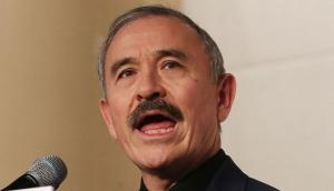 दक्षिण कोरिया में इस व्यक्ति की मूछों के कारण हो रहा है बवाल