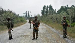 जम्मू-कश्मीर के पुलवामा में सुरक्षाबलों और आतंकियों के बीच मुठभेड़, एक आतंकी ढेर