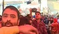 Video: शाहीन बाग में रिपोर्टिंग करने गए TV एंकर पर हमला, CAA प्रदर्शनकारियों ने की मारपीट