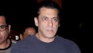 Video: सलमान खान के साथ सेल्फी ले रहा था फैन, गुस्से में आकर पहले छीना फोन फिर..