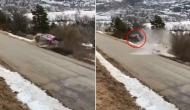 बर्फीली सड़क पर ऐसे पलटी तेज रफ्तार कार, वीडियो देखकर थम जाएंगी आपकी सांस!