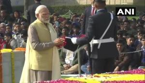 राष्ट्रपिता गांधी की पुण्यतिथि: राजघाट पर पीएम मोदी, राष्ट्रपति और विपक्षी नेताओं ने दी बापू को श्रद्धांजलि