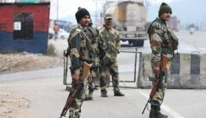 जम्मू-कश्मीर: सुरक्षाबलों और आतंकियों के बीच मुठभेड़, एक आंतकी ढेर, भारी मात्रा में हथियार बरामद