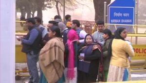 दिल्ली विधानसभा चुनाव: इन मुद्दों पर चुने जाएंगे दिल्ली के विधायक, शिक्षा-स्वास्थ्य और प्रदूषण जैसी समस्या हैं आम