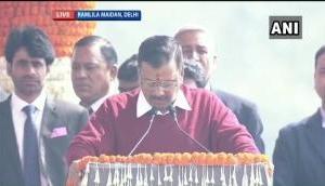 अरविंद केजरीवाल तीसरी बार बने दिल्ली के मुख्यमंत्री, LG अनिल बैजल ने दिलाई शपथ