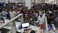 लोगों के खाते में 15-15 लाख रुपये डाल रही है मोदी सरकार, सुनकर बैंकों के बाहर लगी लंबी लाइनें