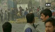 CAA प्रदर्शन: दिल्ली में दो गुटों में हुआ पथराव, पुलिस को चलाने पड़े आंसू गैस के गोले