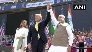 Video: नमस्ते ट्रंप, गुजराती धुनों और बॉलीवुड गानों पर झूमा मोटेरा स्टेडियम, भव्यता देख दुनिया हैरान