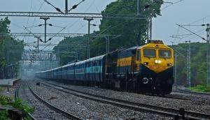 Railway Recruitment: रेलवे में 2700 से अधिक पदों पर निकली वैकेंसी, हाईस्कूल पास करें आवेदन