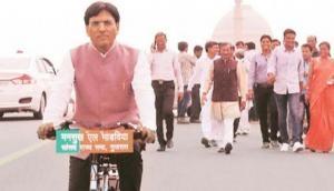 मोदी सरकार के ये मंत्री करोड़ों के हैं मालिक, साइकिल चलाकर जाते हैं संसद, कारण जानकर करेंगे सलाम
