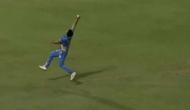 41 साल के इस तेज गेंदबाज ने हवा में उछलते हुए पकड़ा जबरदस्त कैच, वीडियो देखकर हैरान रह जाएंगे आप