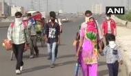 लॉकडाउन: रोजगार ख़त्म, गांव जाने लिए साधन नहीं, कम से कम जिंदा घर पहुंच जाएं