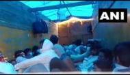 लॉकडाउन:  घर पहुंचने की जद्दोजहद, दो ट्रकों में भरकर ले जाए जा रहे थे 300 लोग