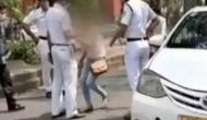 VIDEO: कोरोना वायरस की चेकिंग के लिए रोका, गाड़ी से उतरकर पुलिसकर्मी के वर्दी पर फेर दी जीभ