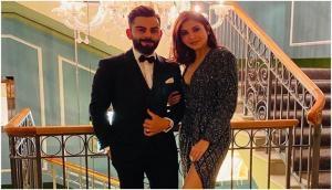 विराट कोहली ने अनुष्का शर्मा के साथ शेयर की फोटो, लिखा- हमारी मुस्कुराहट झूठी लेकिन