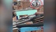 कोरोना वायरस: छत पर इकट्ठे होकर नमाज अदा करते दिखे मुस्लिम समाज के लोग, वीडियो वायरल