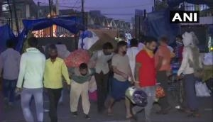 Delhi: People panic-buy vegetables, breaking social distancing norms in Okhla Mandi