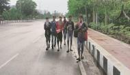 कोरोना का खौफ: पैदल चलकर मुंबई से वाराणसी पहुंचा युवक, परिजनों ने नहीं दी घर में एंट्री