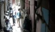 Delhi: Man looted by gang of two in Baljeet Nagar amid lockdown [Watch]