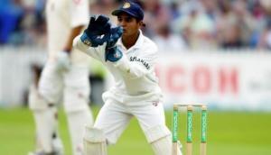 टीम इंडिया के इस विकेटकीपर के हाथ में हैं केवल 9 उंगलियां,  ग्लव्स पहनने के लिए करता है जुगाड़