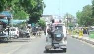कोरोना वायरस का इतना खौैफ, युवक को गाड़ी के बाहर लटका कर 15 किमी ले गई पुलिस