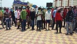 Telangana: Migrants stage 'Dharna' in Warangal, seek Govt's assistance to return home
