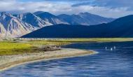 भारत से लेकर तिब्बत तक फैली है ये झील, एक दिन में कई बार बदलती है रंग!