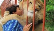 इस महिला और शेर के बीच है मां-बेटे जैसा रिश्ता, वजह जानकर रह जाएंगे दंग