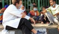 Coronavirus: पैदल घर जा रहे थे मजदूर, अचानक पहुंचे राहुल गांधी, कार से भिजवाया घर
