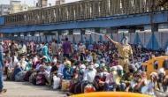 कोरोना संकट: मुंबई के बांद्रा स्टेशन पर फिर इकट्ठा हुई मजदूरों की भीड़, हजारों की संख्या में पहुंचे लोग