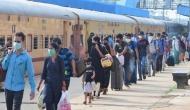कोरोना संकट के बीच SC का आदेश- प्रवासी मज़दूरों के लिए ट्रेन में भोजन-पानी की व्यवस्था करे रेलवे