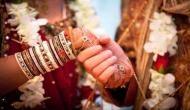 OMG: शादी के लिए दिखाई सुंदर दुल्हन, मंडप में भेजी 50 साल की महिला, शिकायत कराने थाने पहुंचा दूल्हा