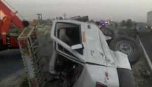 उत्तर प्रदेश के इटावा में ट्रक और पिकअप की जबरदस्त भिडंत, 6 लोगों की मौत