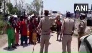Coronavirus: नेपाल सरकार भारत से अपने नागरिकों को नहीं आने दे रही वापस, बड़ी संख्या में विरोध प्रदर्शन